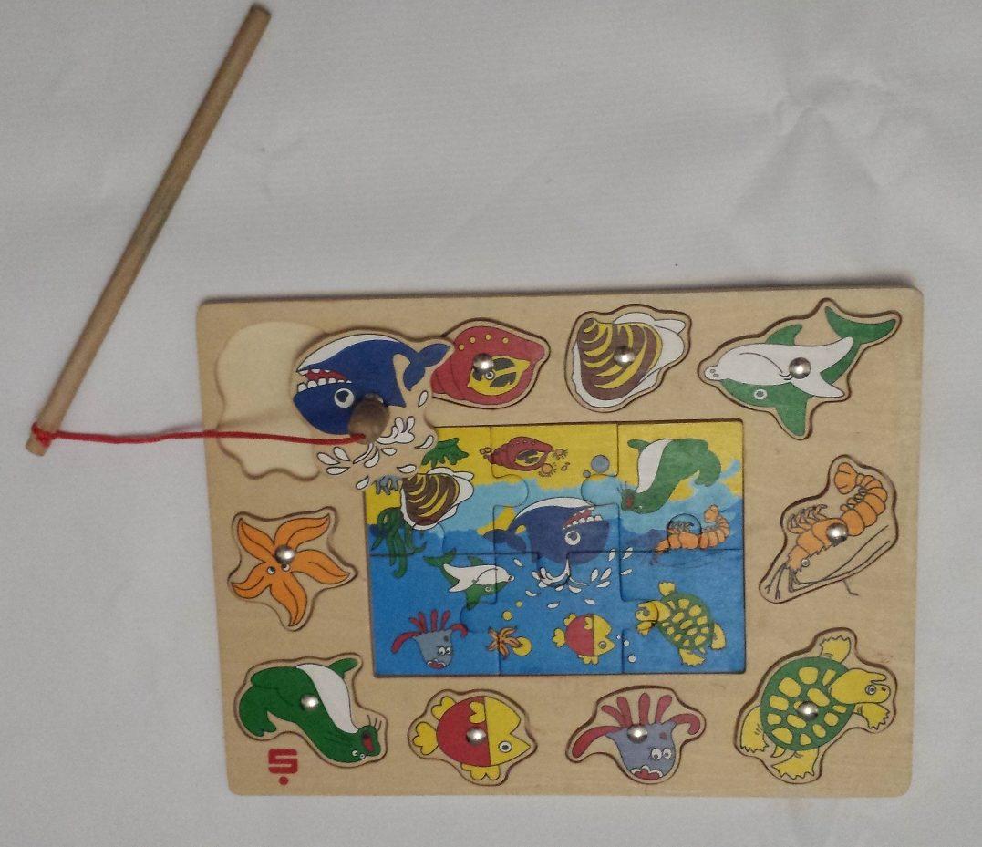 Zdjęcie puzzli drewnianych z wędką