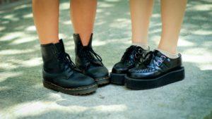 Zdjęcie nóg w butach