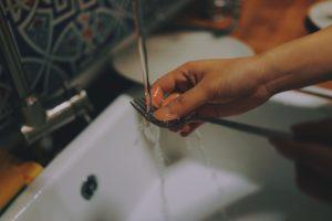 zdjęcie zmywanie widelca