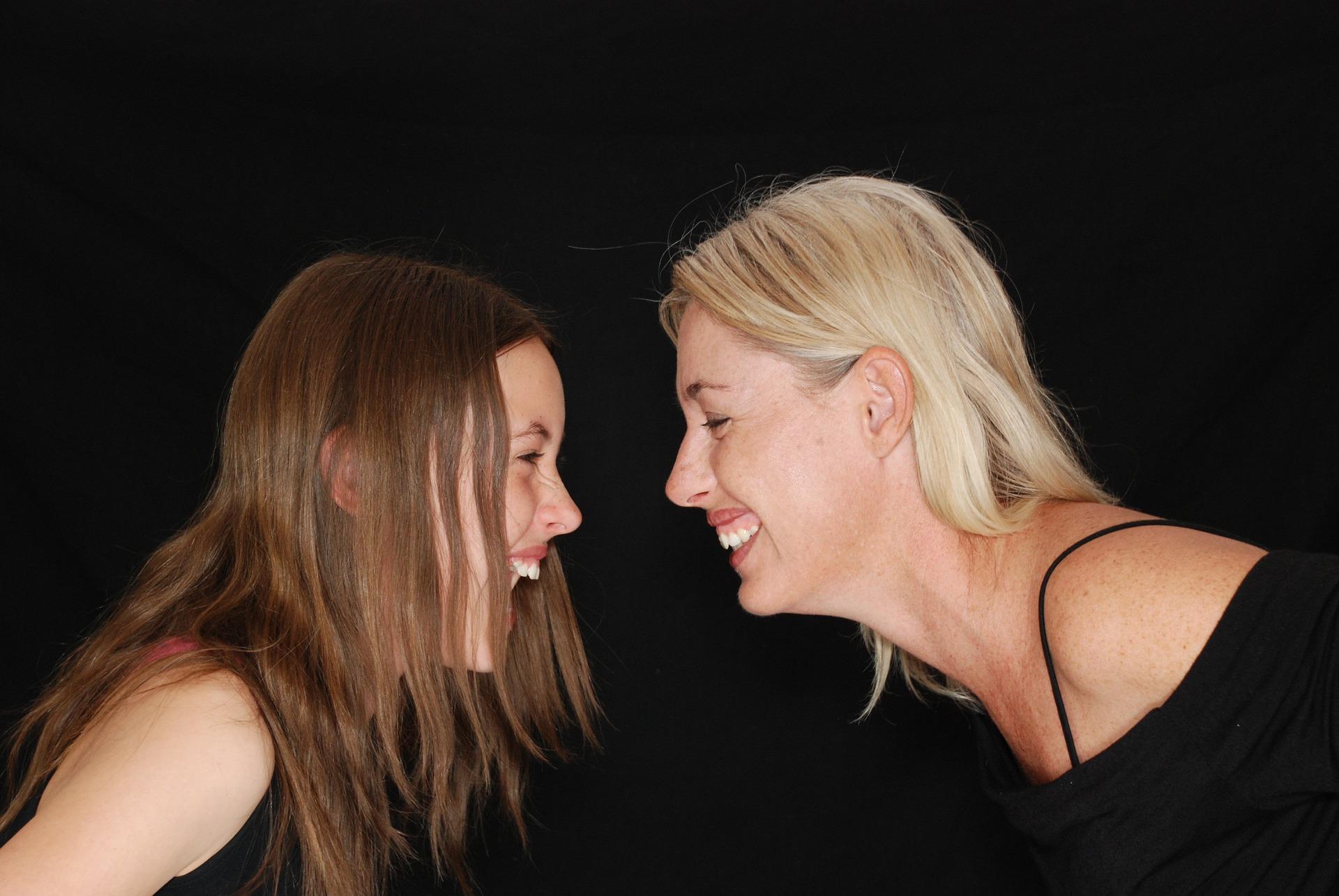 Zdjęcie roześmianej mamy i córki